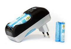Chargeur compact accumulateurs 230V - 1900mAh + 4 piles AA