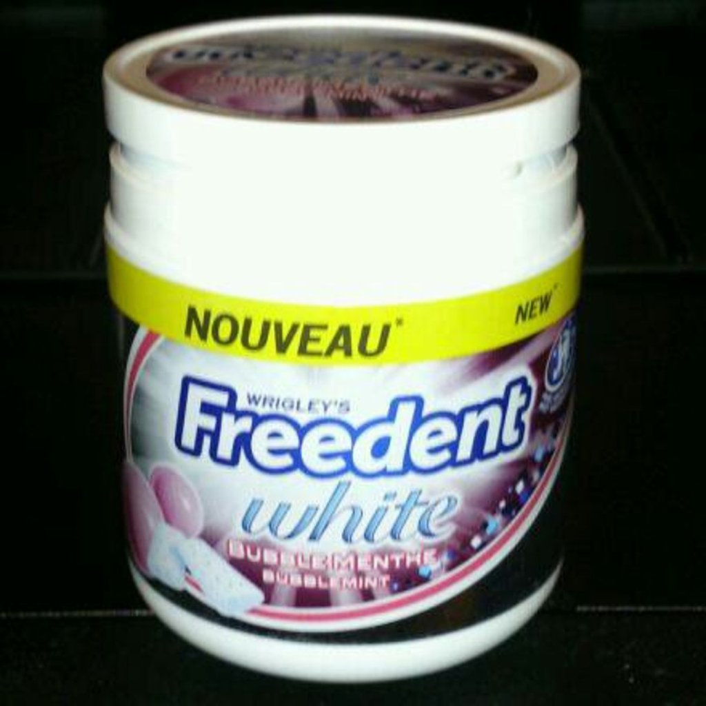 Chewing-gum white bubble menthe FREEDENT boîte 84g