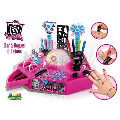 Monster High bar a ongles et tatoos
